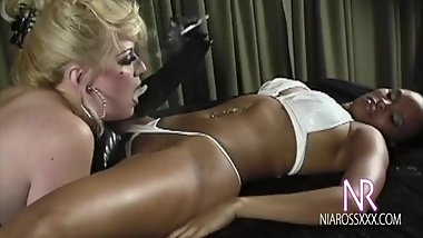 Smoking Pussy Eating Lesbian Domination