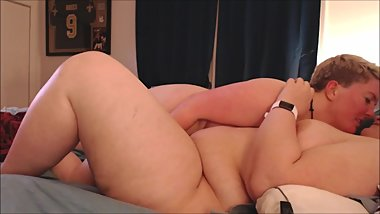 REAL LESBIANS FUCKING-wet pussy licking and finger fucking