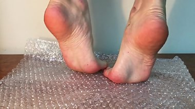 Extremely satisfying bubble wrap foot crush ASMR