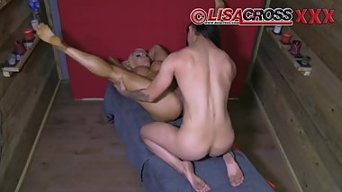 Lisa's pussy play.