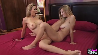 Cute teen comforts her bombshell stepmom with her body