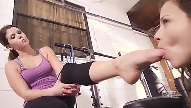 Lela Beryl has her feet worshiped by Luna Brattyfootgirls.com