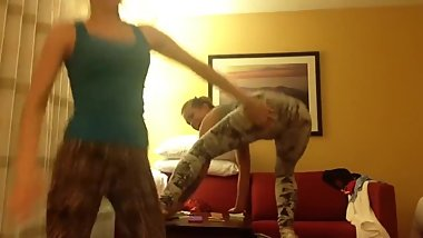 2 Hot teens in tight leggings twerk & shake their big bubble butts on cam !