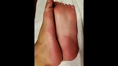 GIRL WITH WHITE TOES AND PINK SOLES  TAKE HER PANTYHOSE OFF!!